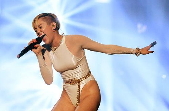 麦莉当选MTV年度艺人 将竞时代杂志人物