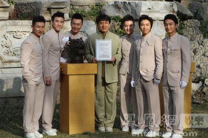 成龙向圆明园捐赠新十二生肖兽首 期待国宝回
