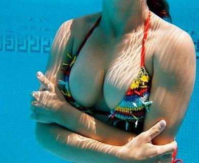 最另类隆胸事件:女子巨胸能裂西瓜
