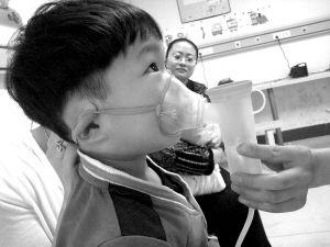 患哮喘的孩子。