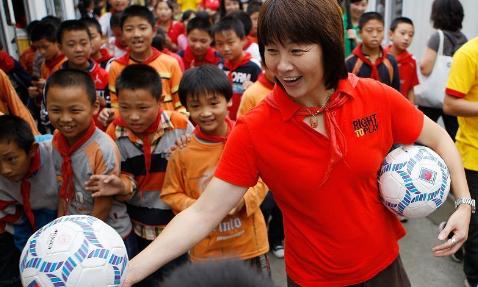 2013中国足球十大感人瞬间:孔卡不舍离开长春