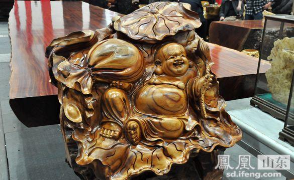 欢喜佛弥勒佛.精致的木雕作品,处处透露出传统手艺者的用心之处.