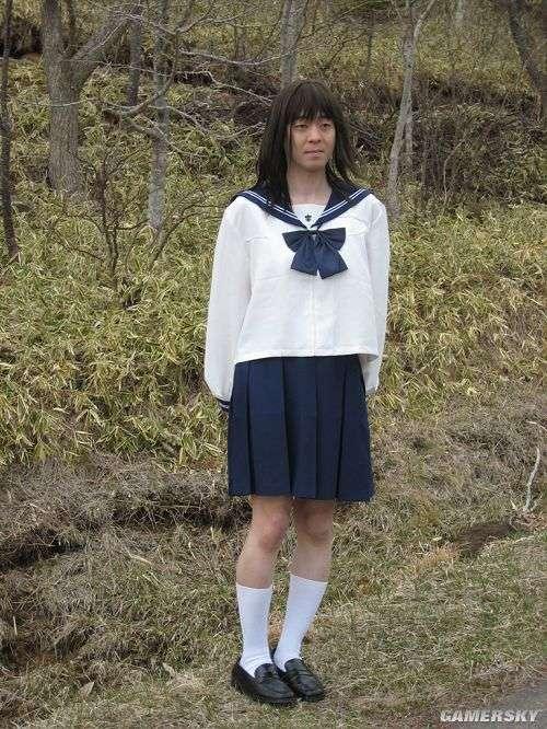 性爱把玩小女孩_tsukada在走出电梯的时候故意对女孩说:\