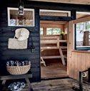 森林中的木地板小屋