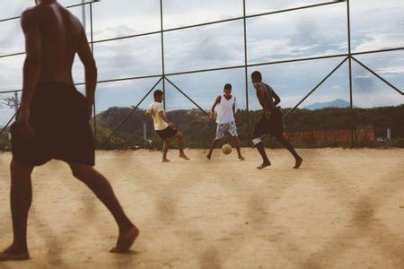 """巴西足球:从""""政治鸦片""""到凡人的圣殿"""