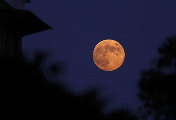 中秋各地赏月 最大最圆月亮登场