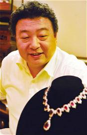 工艺美术大师王鹏与异形珍珠