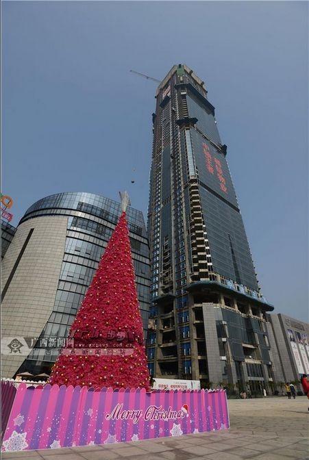 """柳州""""西南第一高楼""""主体基本完成 总高303米"""