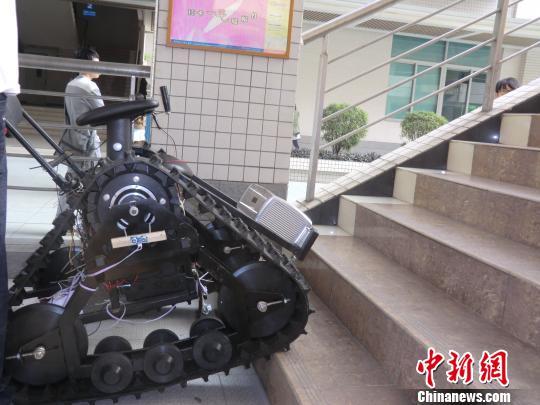 创新设计大赛21日在广州华南理工大学举办,在活动现场,一部奇特的轮椅图片