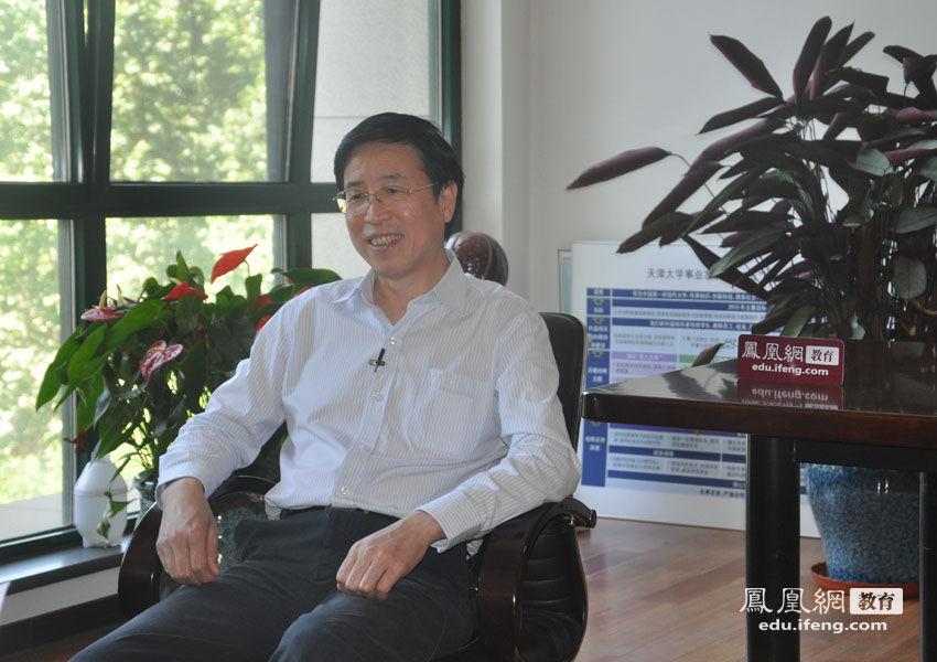 凤凰网教育2013高考独家策划:恢复高考36年,那些年大学校长一起追过的大学梦。图为天津大学校长李家俊接受专访。
