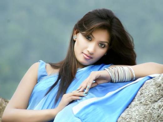 印度女星炫富被群众演员斩首分尸[图集]
