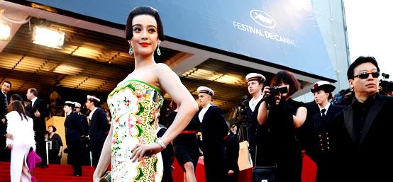 第65届戛纳电影节:范冰冰中国风亮相红毯