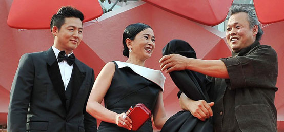 金基德《圣殇》举行首映礼 赵敏秀黑裙惊艳
