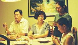《爸妈不在家》:当社会压力转化为家庭压力