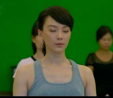 《视频那些事》陈数示范夫妻减肥动作黄短瑜伽图片