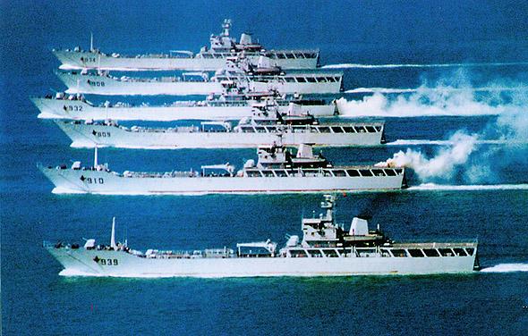 解放军南海舰队调遣兵力 至少一艘核潜艇奔赴南海