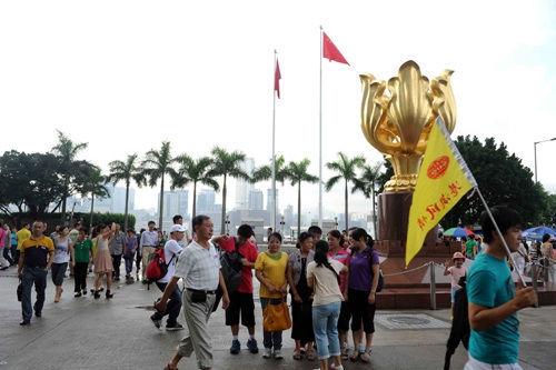 旅游法实施后出境团费急升内地游客赴港报团大增
