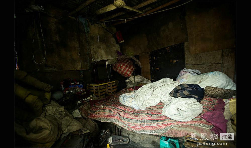 煤基厂工人们的卧室。(黄埔7号影像俱乐部/图 胥大伟/文)