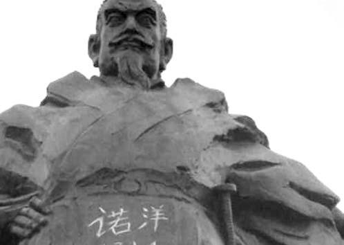 徐州  飞龙湖景区名人塑像遭污损 刘邦肚子被刻字