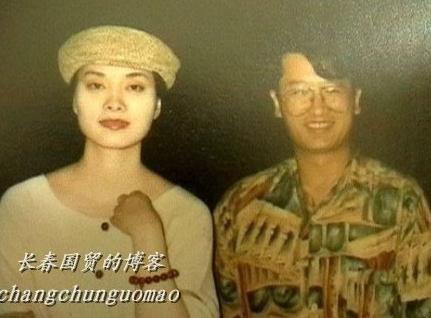 毛阿敏拒谈35亿富豪丈夫 专家:保护显情深