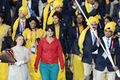 神秘红衣女子闯入印度代表团