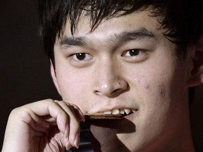 孙杨1500米自由泳逆转夺冠 韩乔生:中国航母!