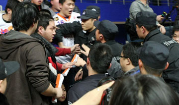 上海:球迷、特警冲突