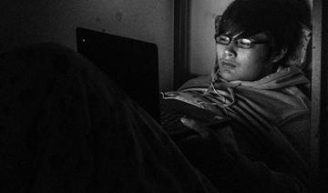"""这个时代的大学生:夜晚玩游戏时像个特工"""""""