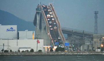 """日本""""超陡""""大桥"""
