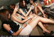 图揭韩国酒吧里的白富美 妖艳动人