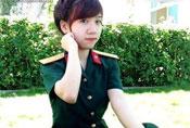 穿上军装的越南妹子 白皙可人