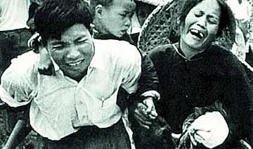 62年大逃港:香港居民为救大陆饥民 躺在车前阻止遣返