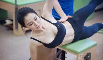 佟大为娇妻拍健身照呼吁运动