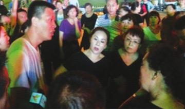 高考前:城管驱散广场舞大妈遭围攻