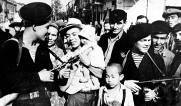 1945年苏军解放哈尔滨 中国民众夹道欢迎