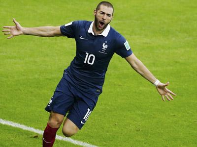 本泽马门前包抄射门 法国1-0