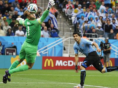 苏神梅开二度帮助乌拉圭2-1英格兰