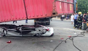 营救被压扁轿车内幸存2人全程