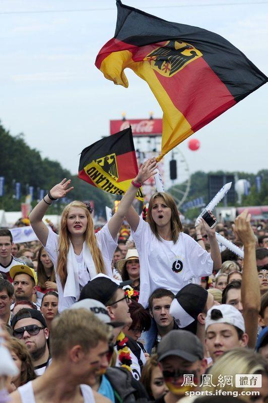 等待中的德国球迷。