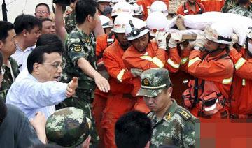 云南地震:李克强为伤员让路