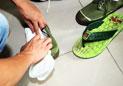 大三学生用卫生巾作鞋垫一天赚300