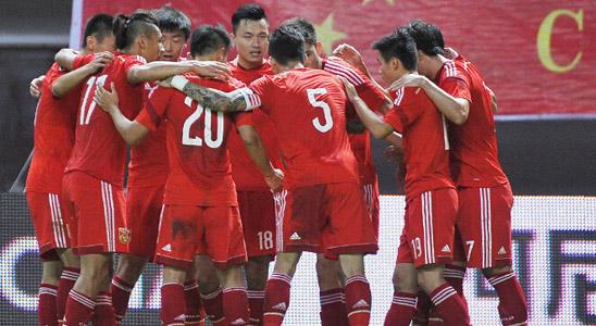 第十四届亚洲杯由东南亚四国马来西亚、泰国、印尼和越南合办,中国队由朱广沪带队,队内有李玮锋、郑智、韩鹏等球员。预选赛阶段,中国与伊拉克、巴勒斯坦以及新加坡一组。中国队首战2-0击败巴勒斯坦,次战输给伊拉克。两回合与新加坡的比赛,国足主场1-0小胜,客场0-0勉强过关。之后朱家军2-0击败巴勒斯坦,1-1伊拉克,小组第二出线。 决赛阶段中国先是5-1痛击马来西亚,可是次战2-0领先的情况下被伊朗逼平。末战面对打平出线的局面,中国队0-3惨败乌兹别克斯坦,最终小组未能出线,这也是中国参加亚洲杯来27年最差战绩