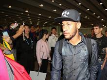 内马尔和巴西众球星抵京