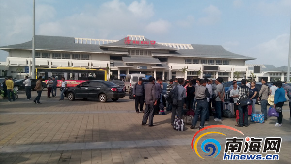 在海口火车站经营35路和37路等公交车线路的海口六龙观光...