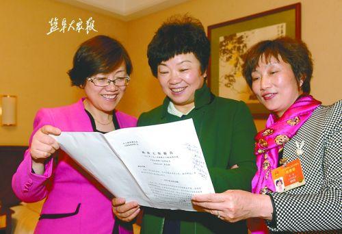 盐城三位来自基层的女人大代表认真履行职责