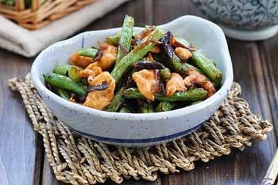 家常芽菜扁豆炒鸡片
