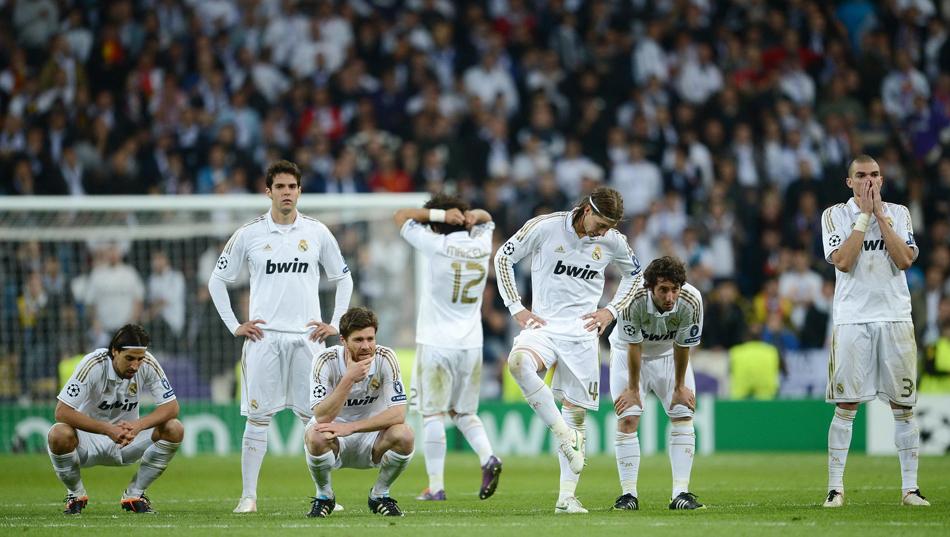 北京时间4月26日,欧冠半决赛,拜仁通过点球决战淘汰皇马,晋级决赛。皇马球员很是失落。