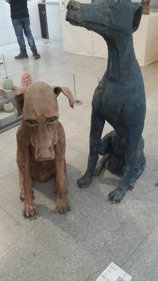 陶瓷作品流浪狗情绪刻画细腻