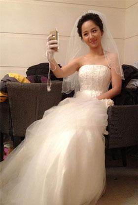 国产婚纱自拍_杨紫甜美婚纱自拍照