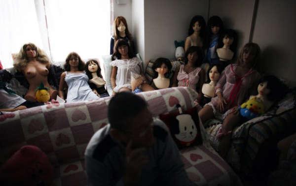 日本最大胆人体性囹d)_日本的一部纪录片《完美的家人》曾探讨了一些日本男人,因为各种原因